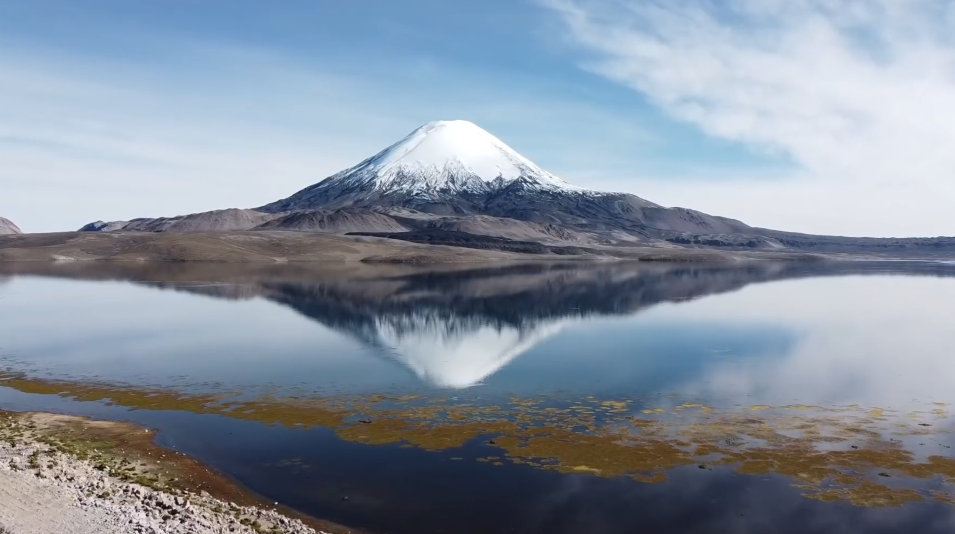 Vulcan Parinacota 6348 m / Lago Chungara / Chile